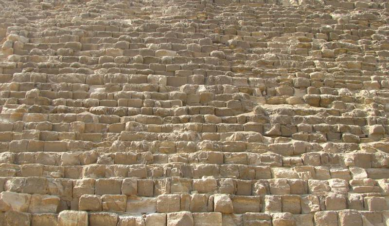 Cheops Pyramide verschieden große Steine