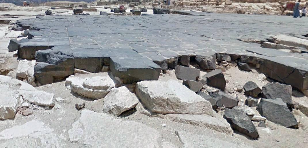 Gizeh Plateau dunkle Steine