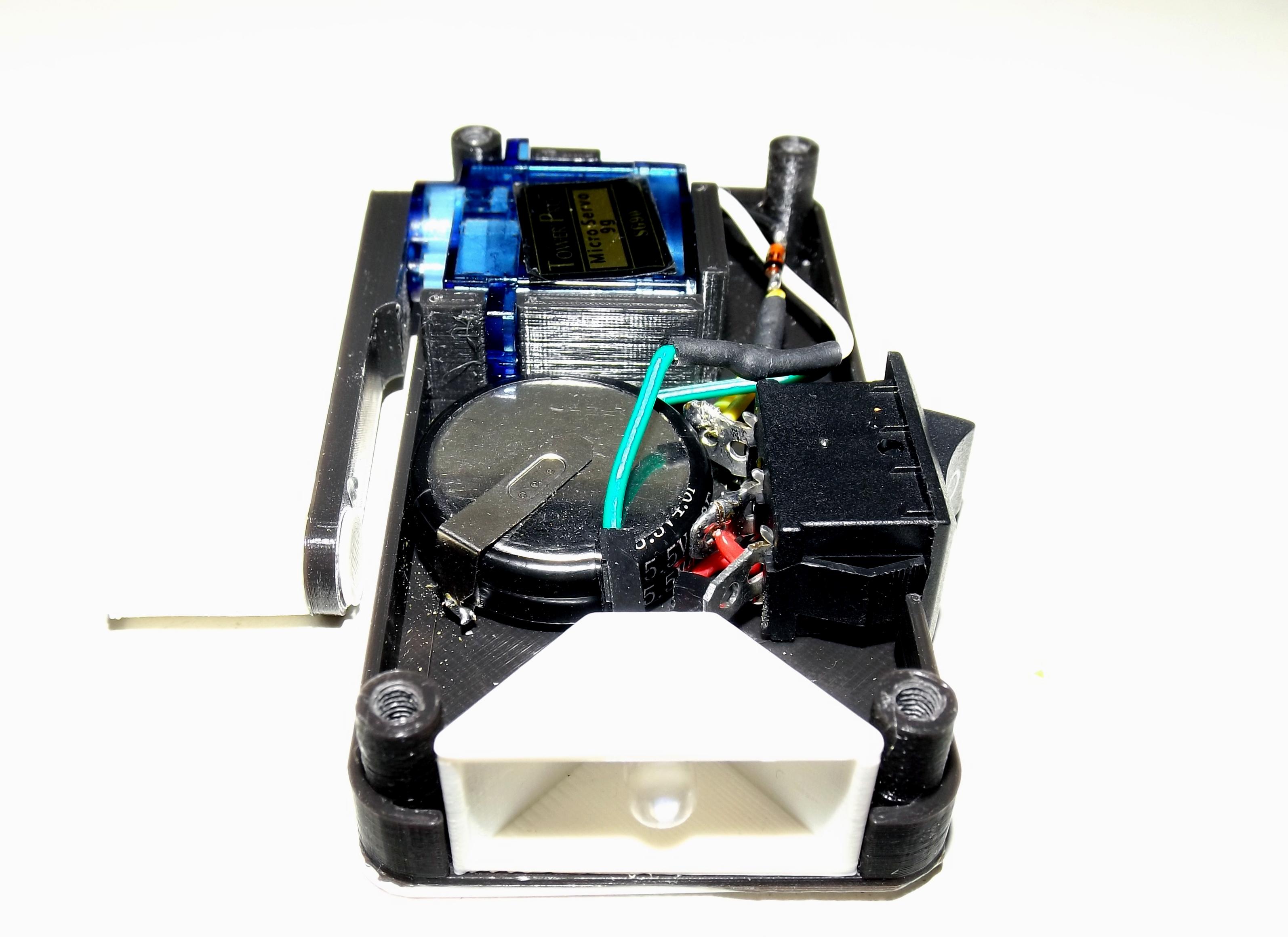 Elektronik im Gehäuse der Kurbeltaschenlampe